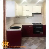 Кухня с окрашенными фасадами из МДФ