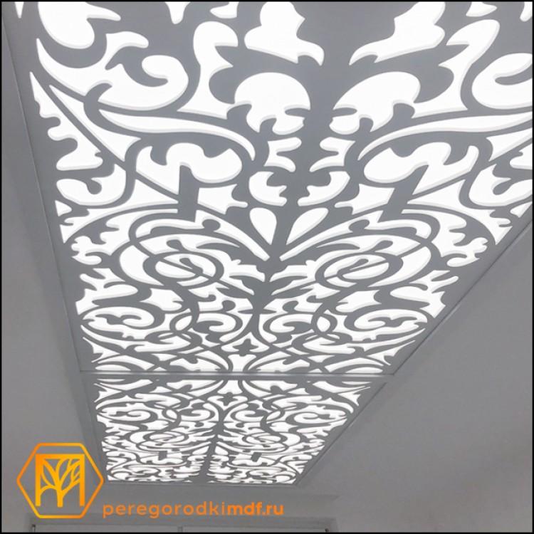 Потолочная подсветка с резным декором 378х107 см.